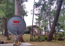 Apontando a antena no meio das árvores em Puta del Este
