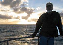 O entardecer no mar de Abrolhos, na Bahia