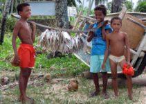 Maceió e os meninos pescadores em Maragogi