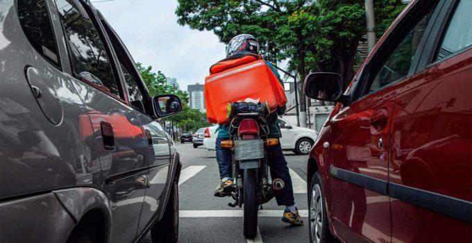 Entregadores de moto