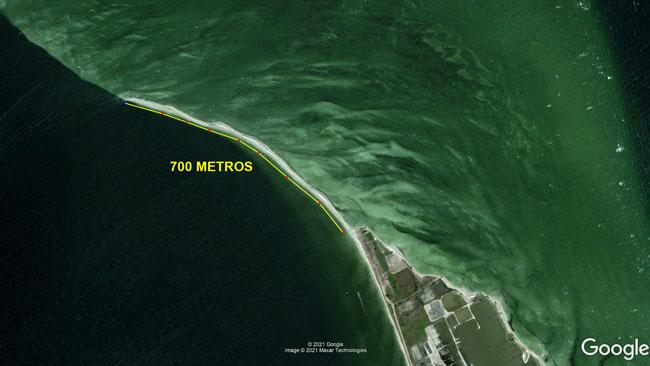 Caminhada de 700 metros lagoa adentro na Ponta do Alcaira ou Arubinha