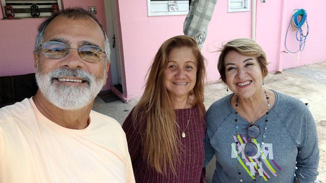 Na foto estamos com a Solimar, a proprietária e administradora do camping Curió do Bico Doce