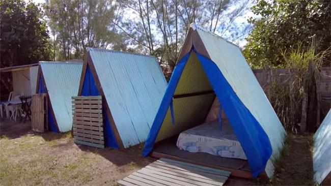 """Cabanas para casal de campistas que estão sem barraca. Também chamado de """"smart camping""""."""