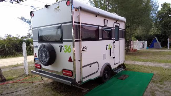 Veículo de Recreação (trailer), estacionado no camping Curió do Bico Doce