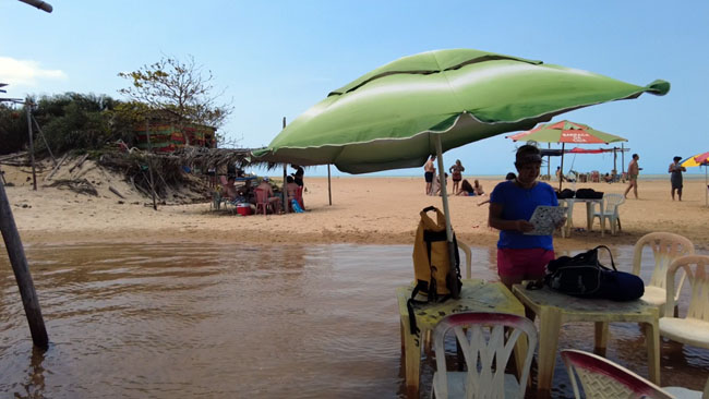 O Riacho Doce faz a divisa entre os estados do Espírito Santo e a Bahia