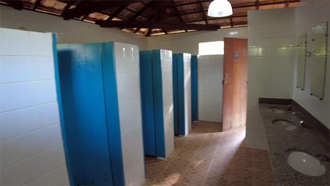 banheiros-do-camping-retiro-das-maritacas-em-itaunas-ES