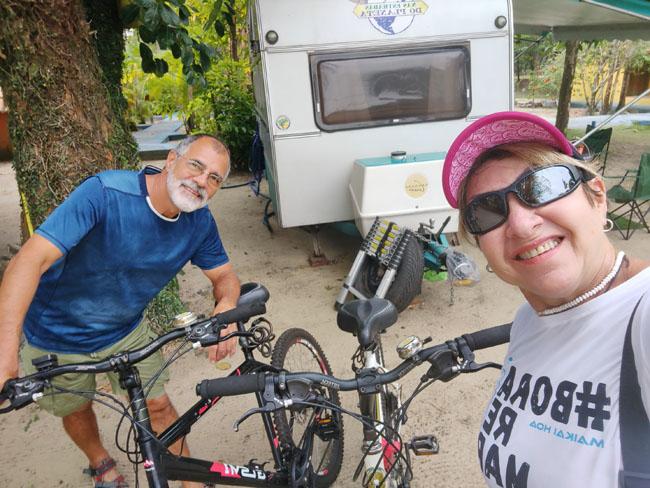 Saindo para fazer a trilha do Pescador de bicicleta, em Itaúnas - ES