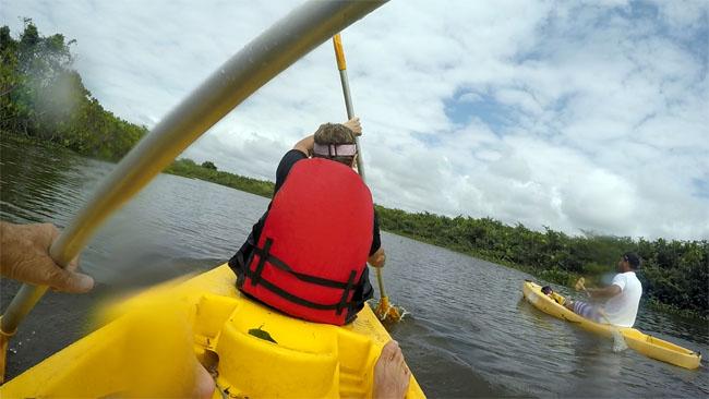Remando caiaque no rio Itaunas - ES